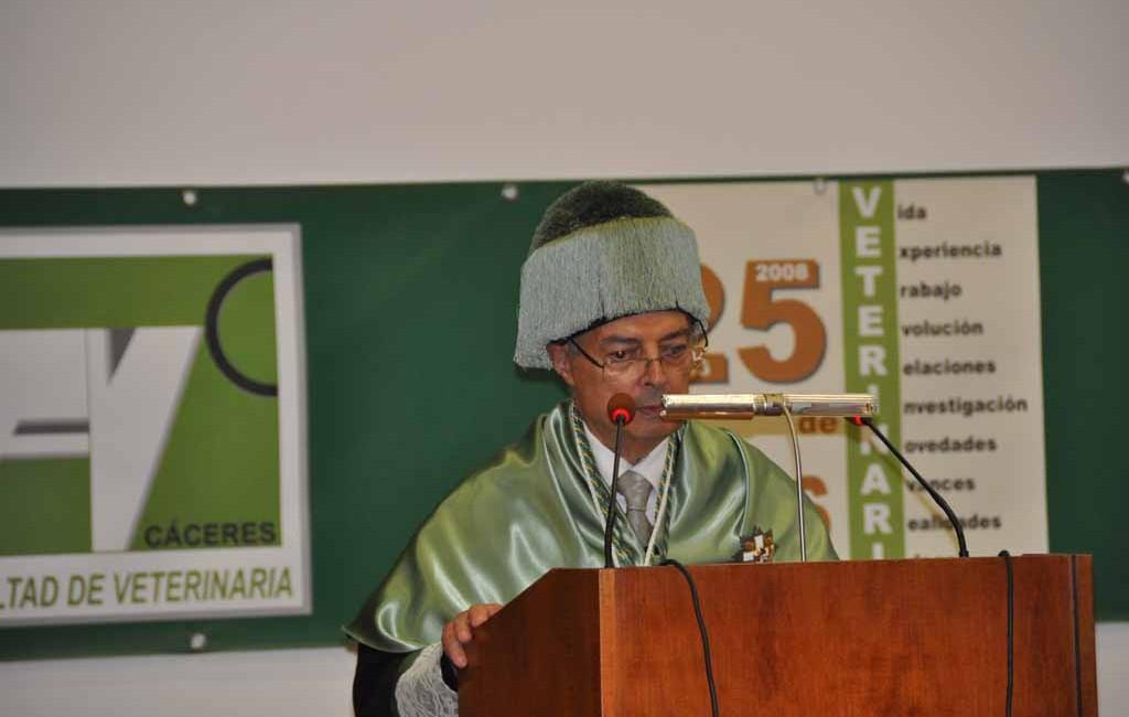 El Prof. Dr. D. Guillermo Suárez Dr. H.C. por la Universidad de Extremadura