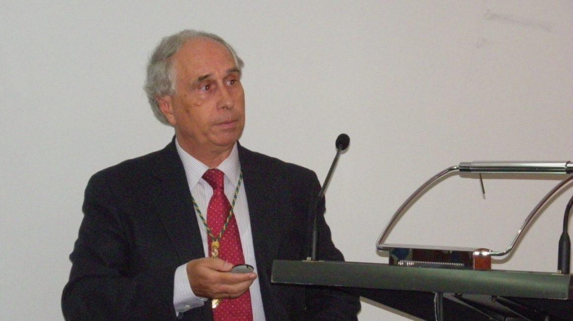 """Mesa Redonda sobre """"La Farmacovigilancia como herramienta de mejora para la sanidad animal"""""""