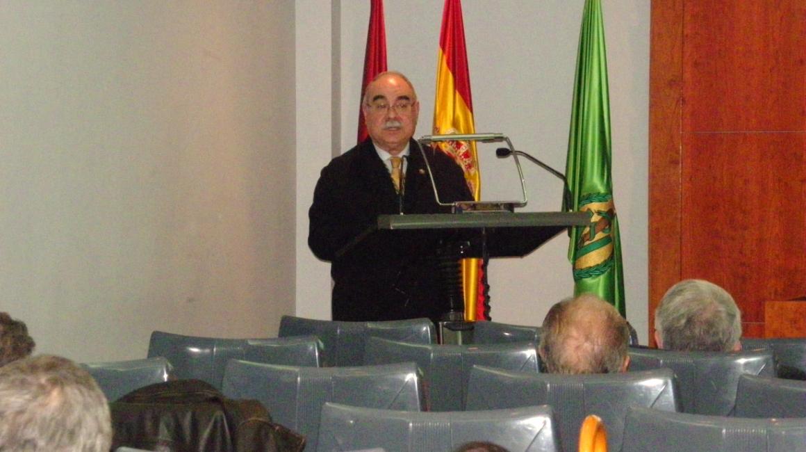 El Dr. Caparrós analiza la historia de la enfermería veterinaria en España