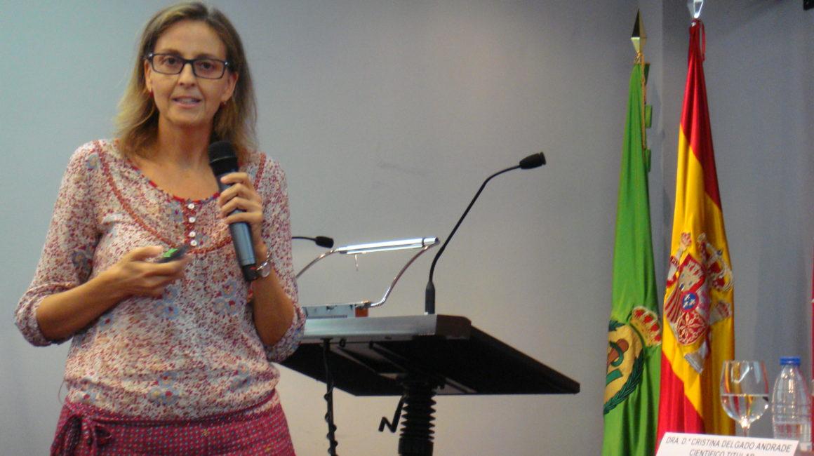 La Dra. Cristina Delgado Andrade interviene en la Real Academia de Ciencias Veterinarias de España