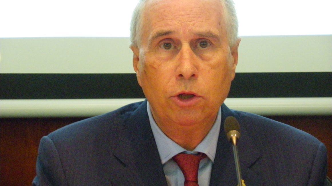 «La profesión veterinaria y un nuevo modelo de salud pública». El Dr. Luis Alberto Calvo interviene en la sede de la RACVE